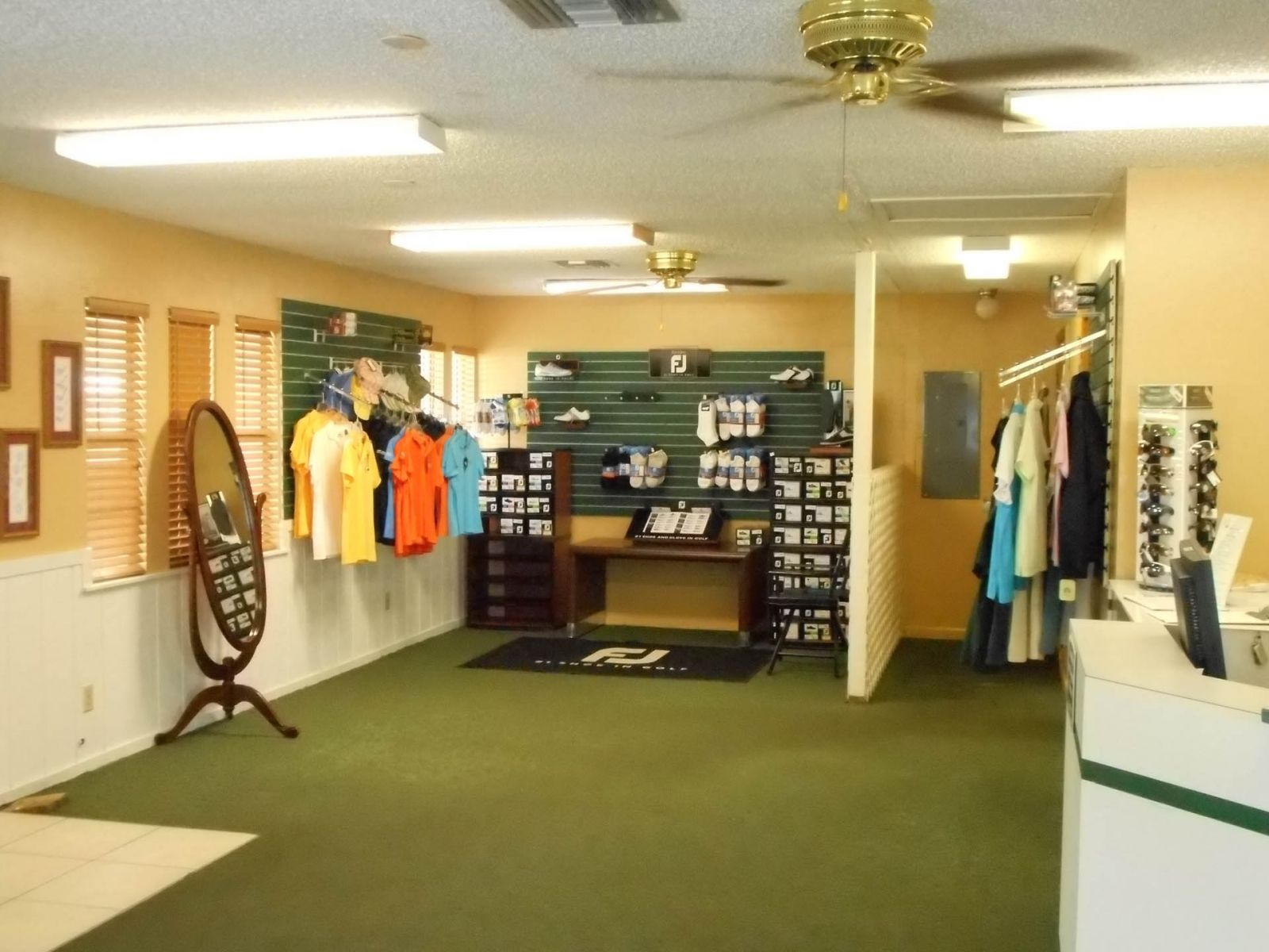 The inside of the Clerbrook Golf proshop